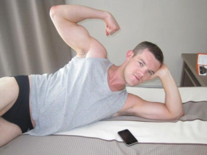 My long-distance lover-husband-boyfriend who hasn't met me yet, Russell Tovey, keepng me happy with Twit-Pics