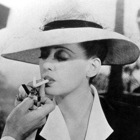 Bette-Davis-smoking-sexy